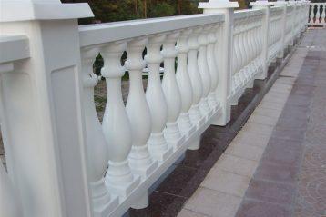 Łatwość montażu to zalet jakie posiadają ogrodzenia plastikowe .