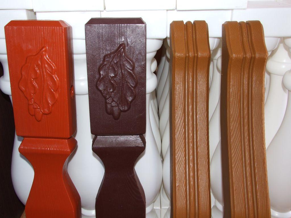 Zastosowanie sztachety plastikowe jako balustrady. Obraz za https://ogrodzeniaplastikowe.pl/galeria-ogrodzen-ecowood/