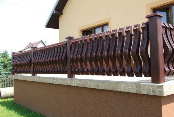 Plastikowe ogrodzenie tarasu. ogrodzeniaplastikowe.pl/galeria-ogrodzen-ecowood/
