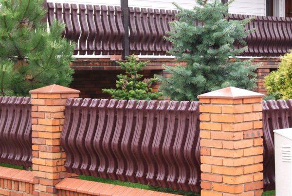 Balustrady i ogrodzenia winylowe. ogrodzeniaplastikowe.pl/galeria-ogrodzen-ecowood/