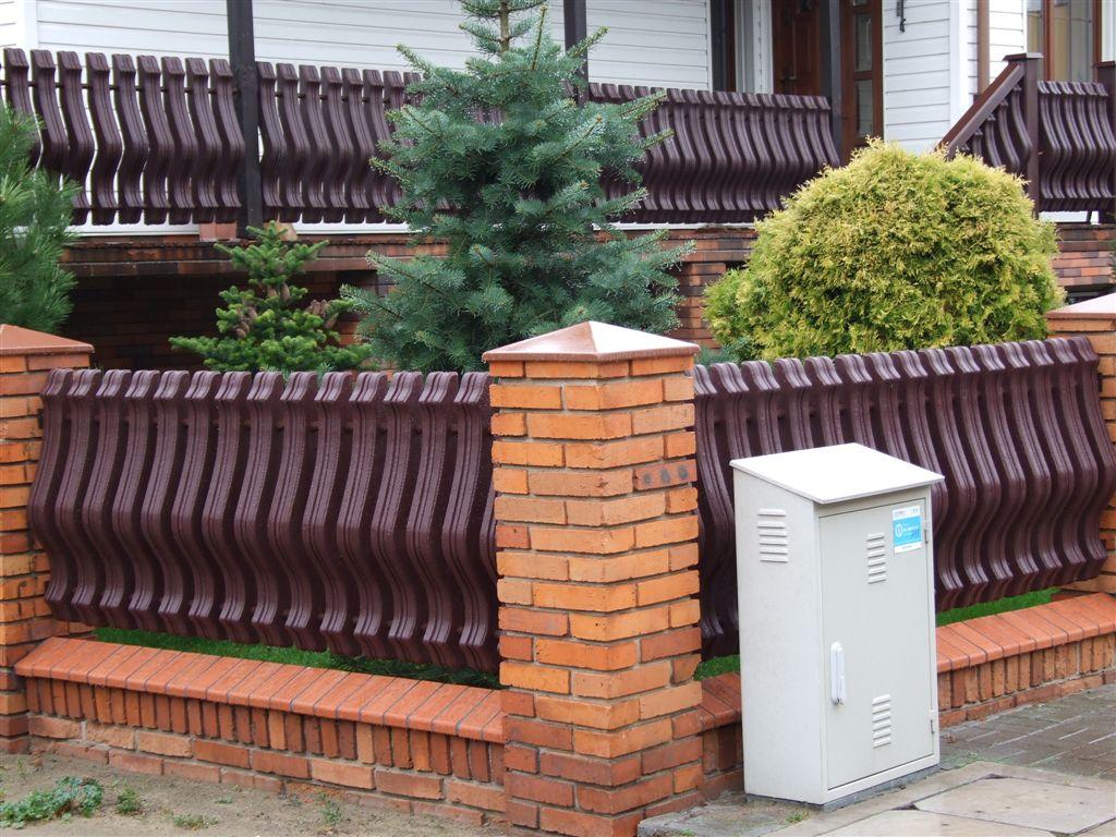 """Ogrodzenia plastikowe zapewniają jednocześnie prywatność w naszego """"apartamentu""""."""