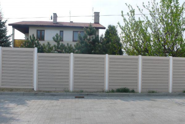 Ogrodzenie dźwiękochłonne a prywatność https://ogrodzeniaplastikowe.pl/galeria-ogrodzen-akustycznych/