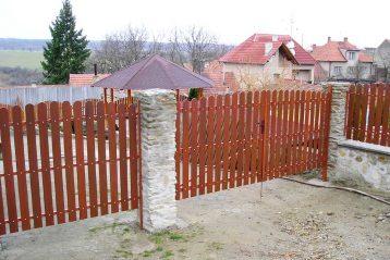 Dużo zalet mają ogrodzenia plastikowe  też nie tylko do dodatkowego prywatności.
