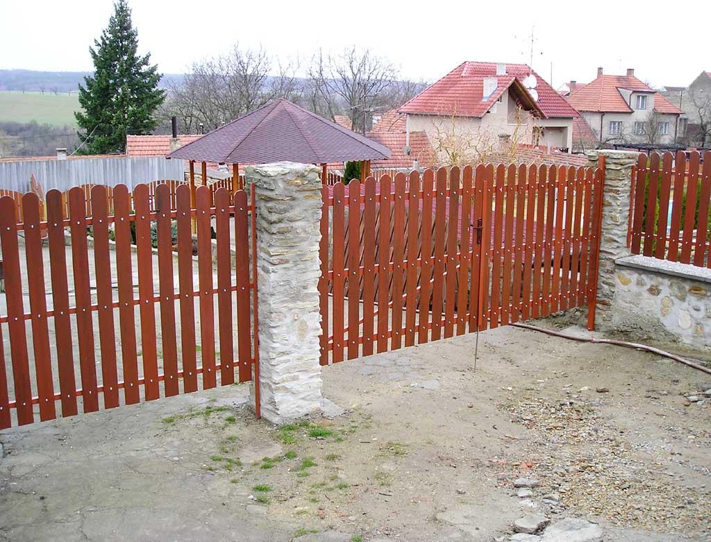 Tu jest obraz ze strony : https://ogrodzeniaplastikowe.pl/galeria-sztachet-korner/